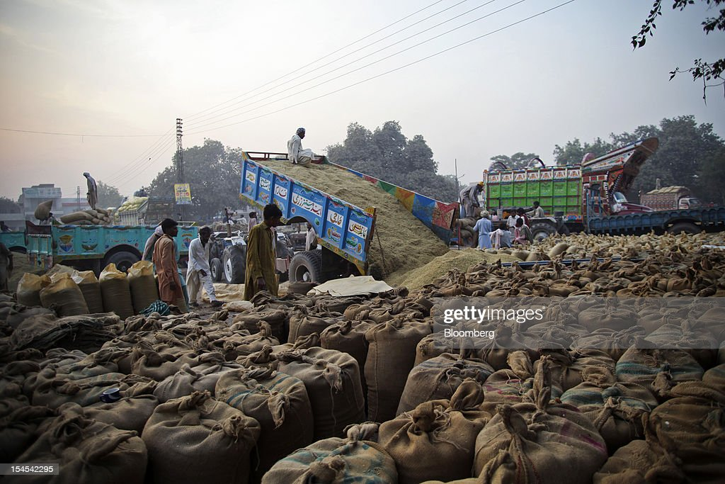 People purchase rice at a rice market in the Chiniot district of Punjab province, Pakistan, on Saturday, Oct. 13, 2012. Rice exports from Pakistan, the fourth-largest shipper, are set to rebound from November with the new harvest after a rally in domestic prices and cheaper supplies from India cut shipments, a traders' group said. Photographer: Asad Zaidi/Bloomberg via Getty Images