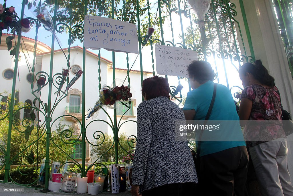 People put flowers in front of the house of Mexican singer Juan Gabriel in Ciudad Juarez Mexico on August 29 2016 Mexican singer composer and...