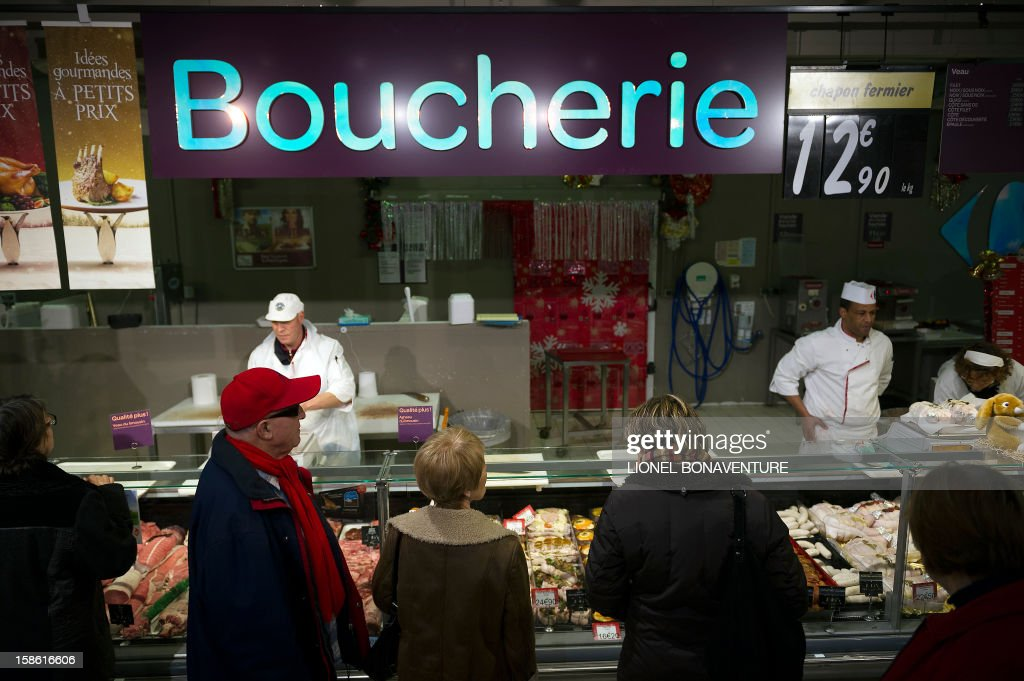 People queue a the butcher's of a supermarket on December 21, 2012 in Montesson, near Paris, a few days ahead of Christmas.