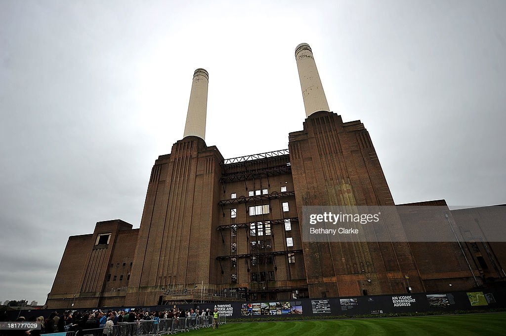 People queue to look inside Battersea Power station on September 21 2013 in London England Hundreds of buildings across London which the public would...