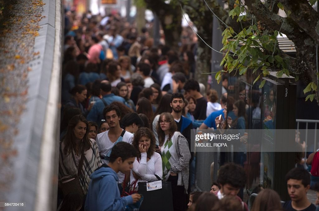 People queue to purchase copies of British author JK Rowlings latest book in the Potter series Harry Potter and the Cursed Child on July 31 2016 at...