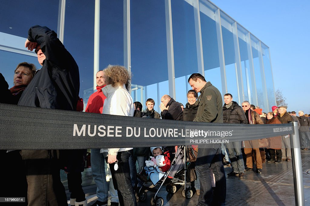 People queue to visit the Louvre-Lens Museum on December 8, 2012 in Lens, northern France. The Louvre museum opened a new satellite branch among the slag heaps of a former mining town on Dcember 4, 2012 in a bid to bring high culture and visitors to one of France's poorest areas. AFP PHOTO PHILIPPE HUGUEN