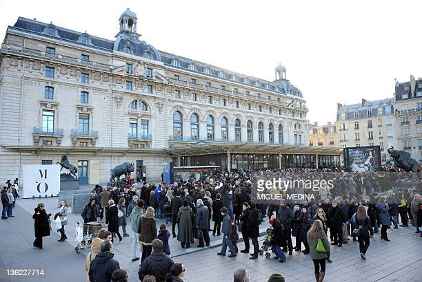 People queue to visit the Orsay museum on December 29 2011 in Paris France's museums attracted 27 millions of visitors in 2011 5% more than last year...