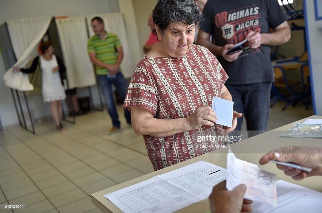People queue to vote on June 26, 2016, in Notre-Dame-des-Landes during a local referendum organized in Loire Atlantique regarding the transfer of the Nantes Atlantique airport to Notre-Dame-des-Landes. Nearly One million people living in France's Loire-Atlantique department are voting in a referendum which poses the question 'Are you in favour of the project to transfer the Nantes-Atlantique airport to the municipality of de Notre-Dame-des-Landes?' to voters. The referendum was organised by the French executive power hoping to find a solution to the issue which has dragged on for 50 years. / AFP / LOIC