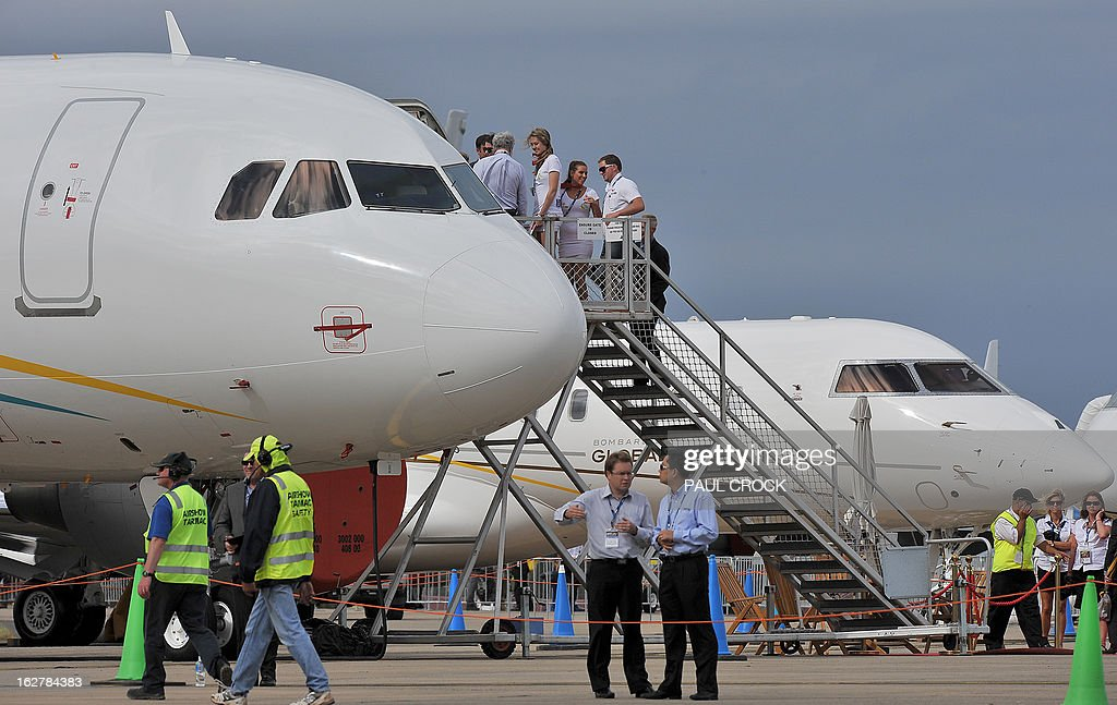 People queue up for a tour of an Airbus at the Australian International Airshow in Melbourne on February 27, 2013. 180,000 patrons are expected through the gates over the duration of the event staged at the Avalon Airfield some 80kms south-west of Melbourne. AFP PHOTO / Paul CROCK