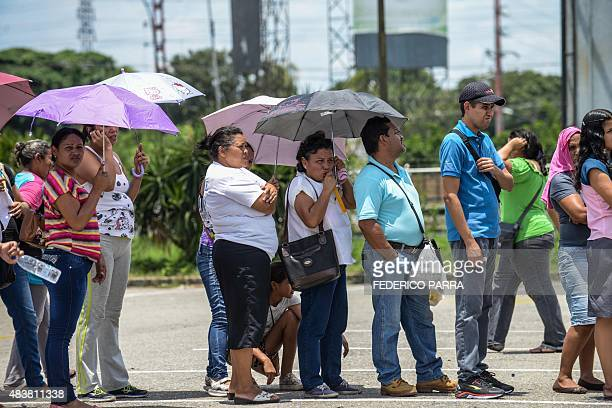 People queue up outside a supermarket in Valencia 180 km west of Caracas on August 11 2015 AFP PHOTO / FEDERICO PARRA