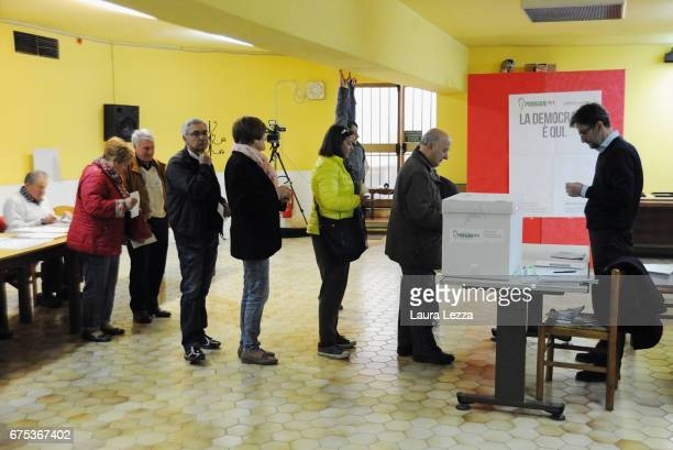 People queueing to cast their vote for Democratic Party leadership primaries on April 30 2017 in Pontassieve Italy Matteo Renzi after losing the...