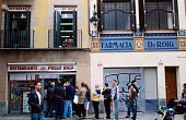 People queuing for chicken restaurant, La Raval.