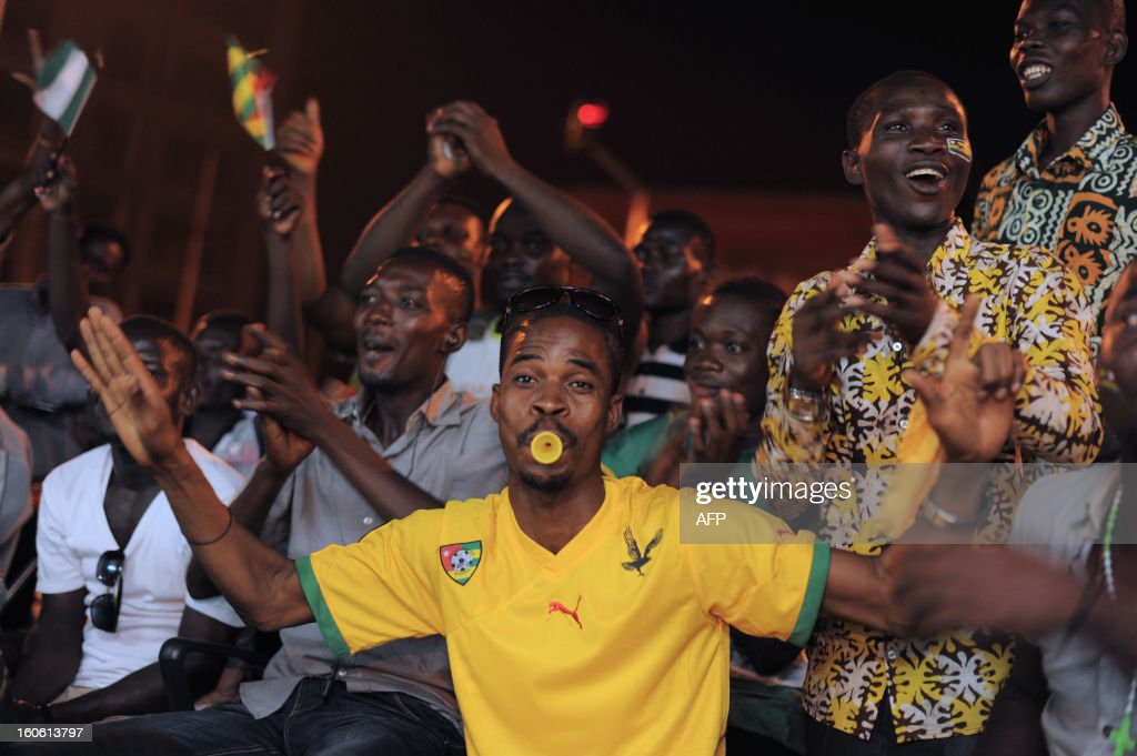 People react as they watch on TV the African Cup of Nation 2013 quarter final football match between Burkina Faso and Togo, in Lome, on February 3, 2013. Burkina Faso qualified for the semi-finals of the 2013 Africa Cup of Nations Sunday by pipping Togo 1-0 after extra time. AFP PHOTO / Daniel Hayduk