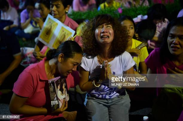TOPSHOT People react to the death of Thailand's King Bhumibol Adulyadej at Siriraj Hospital in Bangkok on October 13 2016 Thailand's King Bhumibol...