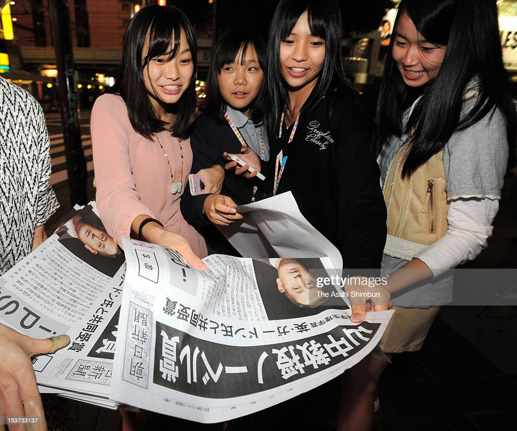 People read an extra edition of newspapers distributed to celebrate Kyoto University professor Shinya Yamanaka winning the Nobel prize on October 8, 2012 in Tokyo, Japan. Yamanaka and Sir John Gurdon have both been awarded the Nobel prize for medicine or physiology for their work as pioneers of stem cell research.