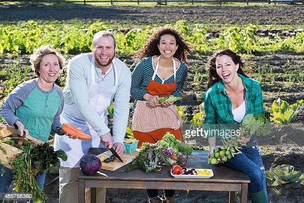 Personnes représentant farm-to-table de mouvement