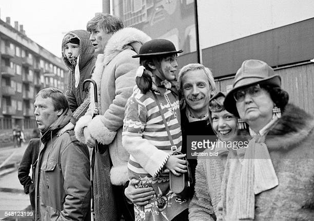 people Rhenish carnival Rose Monday parade 1981 visitors watching the parade two men aged 25 to 35 years two women aged 20 to 30 years older woman...