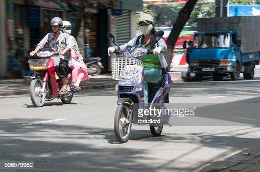 Leute Reiten auf Roller In Ho-Chi-Minh-Stadt, Vietnam : Stock-Foto