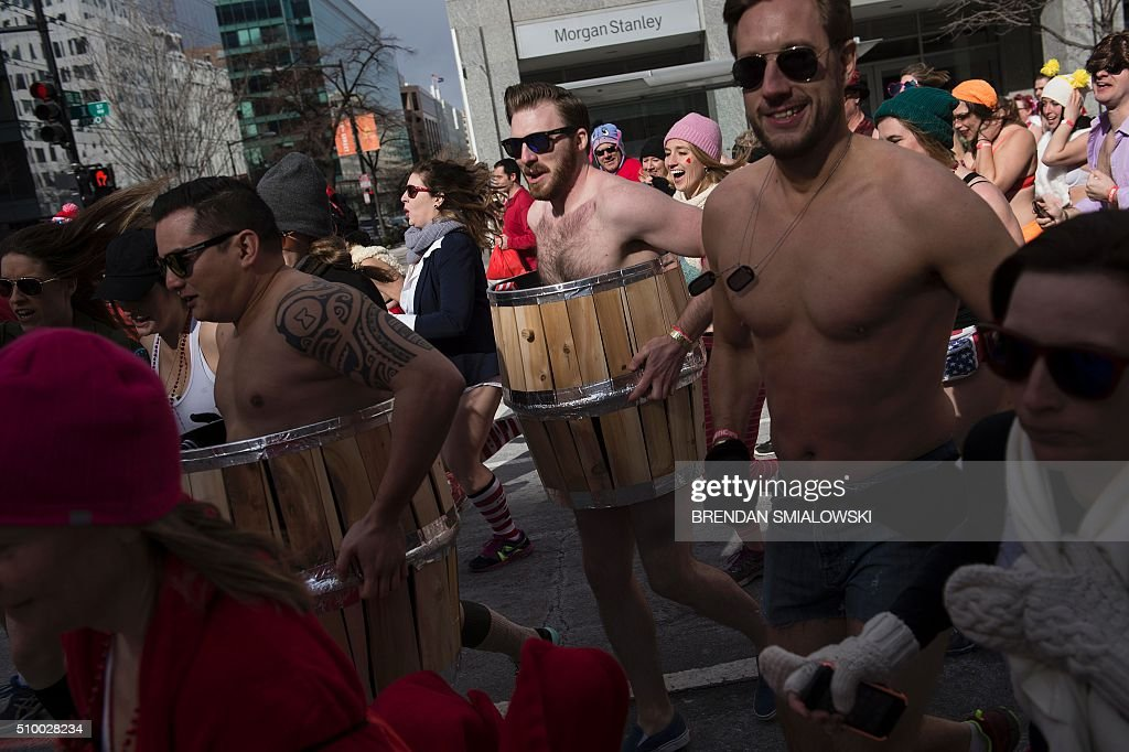 People wait to run in 'Cupid's Undie Run' to raise money for charity on February 13, 2016 in Washington, DC. Participants run in their Valentine's-themed underwear, raising funds for the Children's Tumor Foundation. The temperature high on Saturday reached 20 degrees Fahrenheit (-6.6 Celsius). / AFP / Brendan Smialowski
