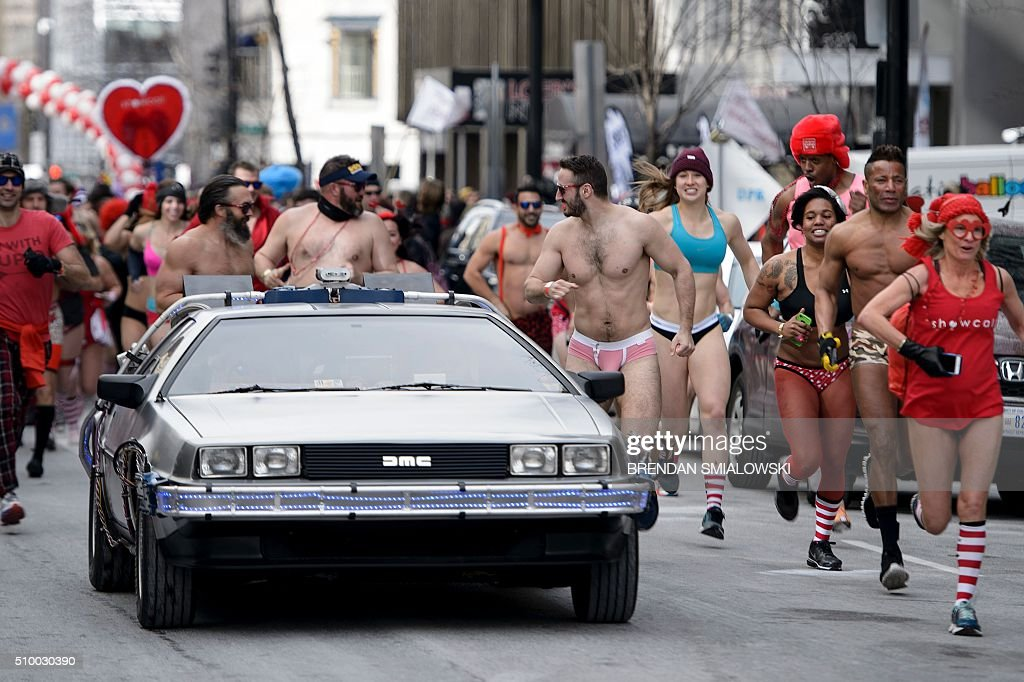 People run in 'Cupid's Undie Run' to raise money for charity on February 13, 2016 in Washington, DC. Participants run in their Valentine's-themed underwear, raising funds for the Children's Tumor Foundation. The temperature high on Saturday reached 20 degrees Fahrenheit (-6.6 Celsius). / AFP / Brendan Smialowski