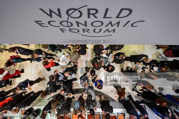 People share a lunch during the World Economic Forum annual meeting on January 24 2015 in Davos AFP PHOTO / FABRICE COFFRINI
