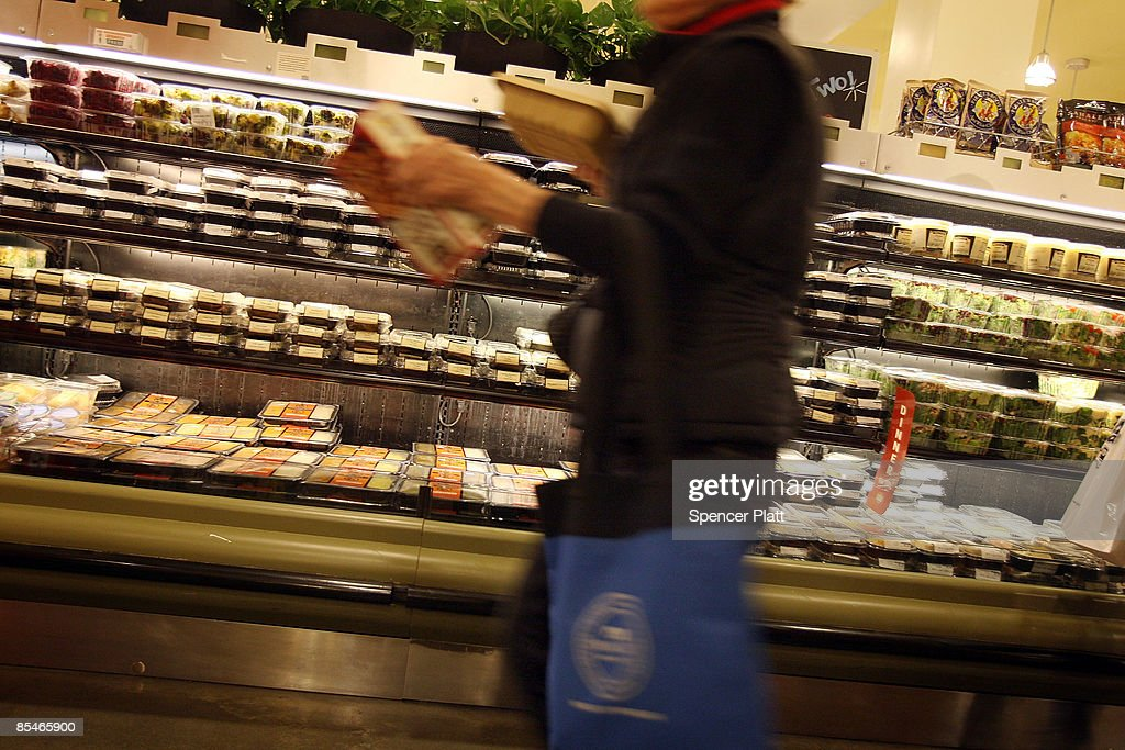 People shop at a Manhattan grocery store March 17, 2009 in New York City. The Labor Department reported Tuesday a big decline in food prices. Food costs have now fallen for three straight months, declining 1.6 percent in February, the biggest one-month decline in three years.