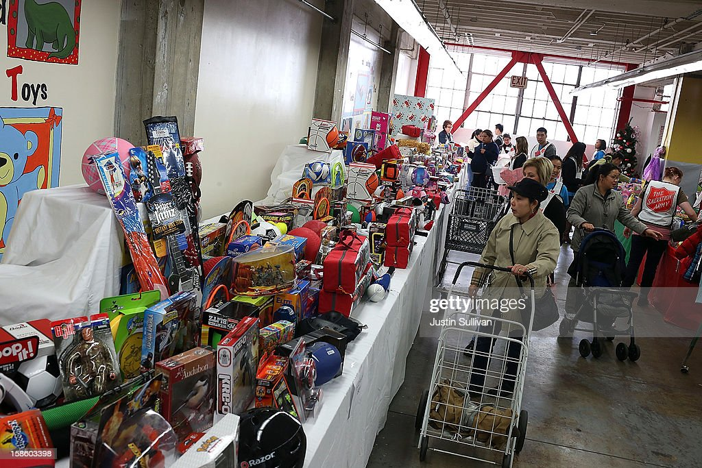 Christmas Toys For The Needy : Salvation army supplies toys and food to needy families