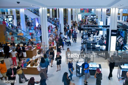 People shopping in luxurious surroundings : Stock Photo