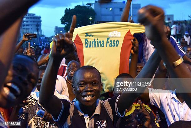 People shout slogans in front of the residence of the king of the Mossi ethnic group calling for Burkina Faso's coup leader general Gilbert Diendere...