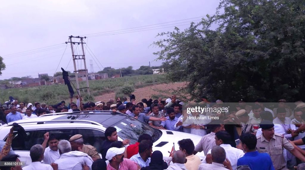 People show black flags to Haryana Finance Minister Capt. Abhimanyu in Titoli village, on August 19, 2017 in Rohtak, India.