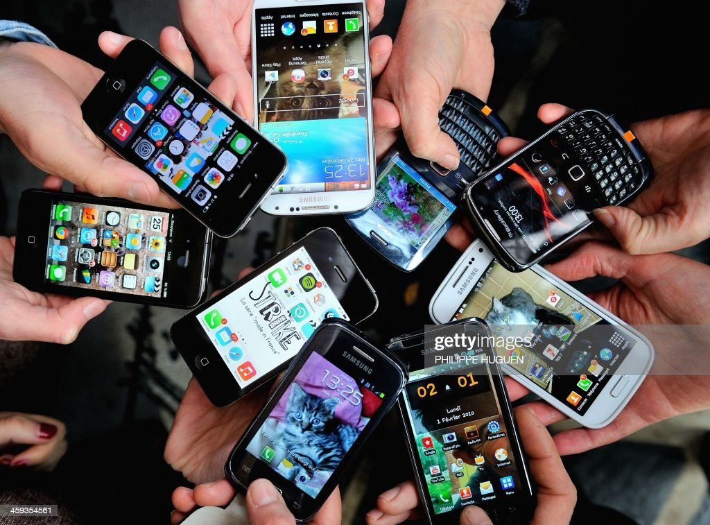 People show their smartphones on December 25, 2013 in Dinan, northwestern France.