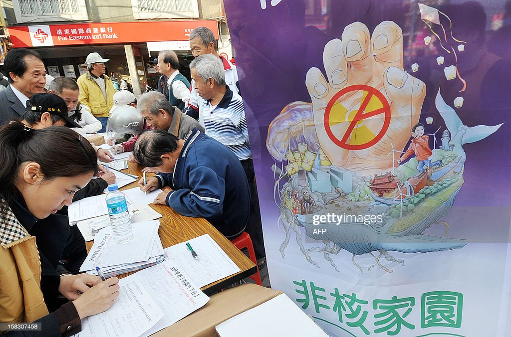 People sign an anti-nuclear referendum petition initiated by the Taiwan Solidarity Unionin New Taipei City on December 13, 2012. Taiwan Solidarity Union launched the anti-nuclear referendum petition asking the government to close nuclear power plants on the island as well as launching a campaign against Taiwan's President Ma Ying-jeou over his pro-China policy and failure to lift the island's sagging economy. AFP PHOTO / Mandy CHENG