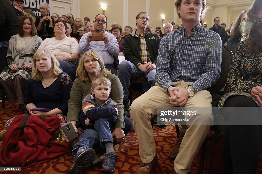 People sit on the floor while listening to Republican presidential candidate Sen. Marco Rubio (R-FL) during a campaign rally at the Marriott hotel February 10, 2016 in Spartanburg, South Carolina. Rubio placed fifth in the New Hampshire primary, behind fellow GOP candidates Jeb Bush, John Kasich, Sen. Ted Cruz (R-TX) and Donald Trump, who swept away the competition with 35-percent of the vote.