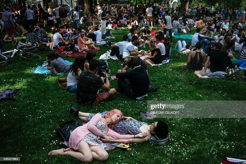 People sit on the grass in a park on May 29, 2016 in downtown Sofia. / AFP / DIMITAR