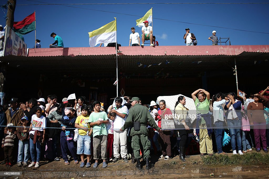 Expo Stand Bolivia : Pope francis visits prison in bolivian city of santa cruz