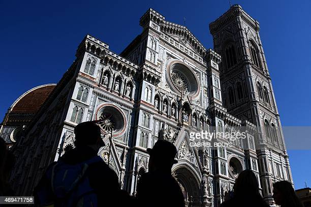People stand in front of the Duomo the Santa Maria del Fiore cathedral in Florence on April 8 2015 AFP PHOTO / GABRIEL BOUYS / AFP / GABRIEL BOUYS