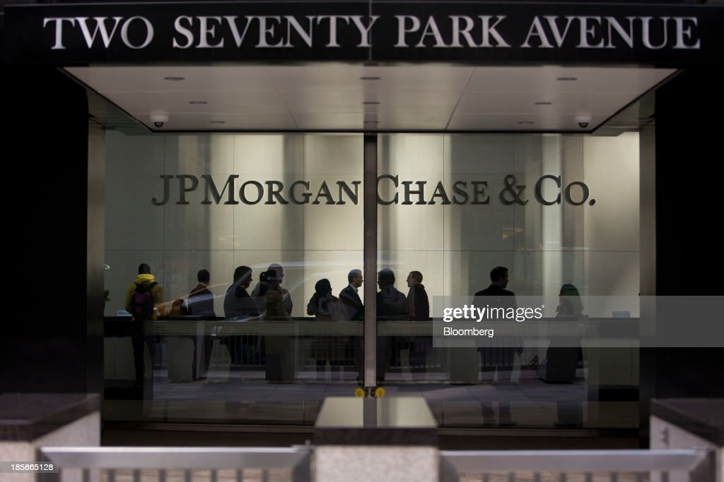 People stand in the lobby of JPMorgan Chase & Co. headquarters in New York, U.S., on Friday, Oct. 25, 2013. Twitter Inc. will make the case to potential investors in its initial public offering that it needs to keep spending to grow, and profit will come once it can reap the benefits of those investments. Photographer: Scott Eells/Bloomberg via Getty Images
