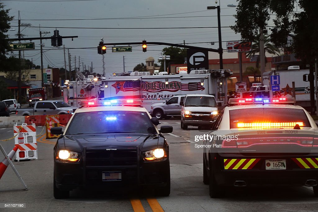 Orlando Psyops False-Flag Hoax Bullshit Ritual - Seite 2 People-still-surround-the-pulse-nightclub-which-is-still-an-active-picture-id541107190