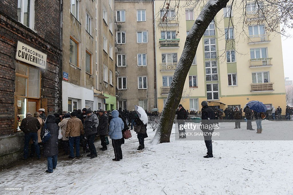 People stood in line for some six hours in sub-freezing temperatures in front of a popular sweet shop in Warsaw to get the cakes, jam-filled doughnut Paczki traditionally eaten on the Thursday of Carnival, the Fat Thursday on February 7, 2013. AFP PHOTO/JANEK SKARZYNSKI