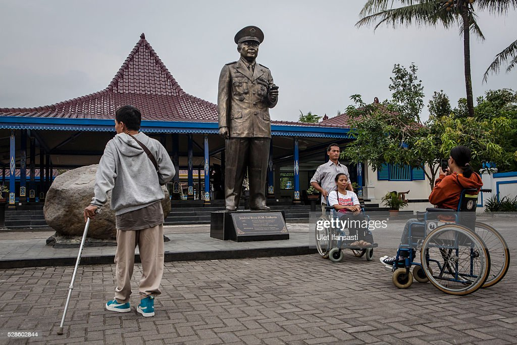 People take a photograph near statue of General Soeharto at Soeharto museum on May 06, 2016 in Yogyakarta, Indonesia. Survivors of Indonesia's anti-communist massacres in 1965 called for investigations on the country's purges, in which hundreds of thousands of people are believed to have been killed by the Indonesian military when the Cold War was escalating in Southeast Asia. Based on human rights groups, half a million people died in 1965 during a massacre carried out by the military and religious groups after an attempted coup by suspected communists, where an officer-led group kidnapped and executed six generals on the night of Septemeber 30, 1965. Known as one of the worst mass atrocities of the 20th century, many among the dead had no connection to Communism, and hundreds of thousands had been held in dentention centers for years during the period.