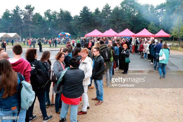 People take part in a political rally for the launch of a movement led by French Socialist member Benoit Hamon in Reuilly on July 1 2017 / AFP PHOTO...
