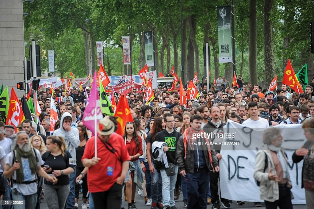 People take part in a protest against the government's planned labour law reforms on May 26, 2016 in Tours, Central France. The French government's labour market proposals, which are designed to make it easier for companies to hire and fire, have sparked a series of nationwide protests and strikes over the past three months. / AFP / GUILLAUME