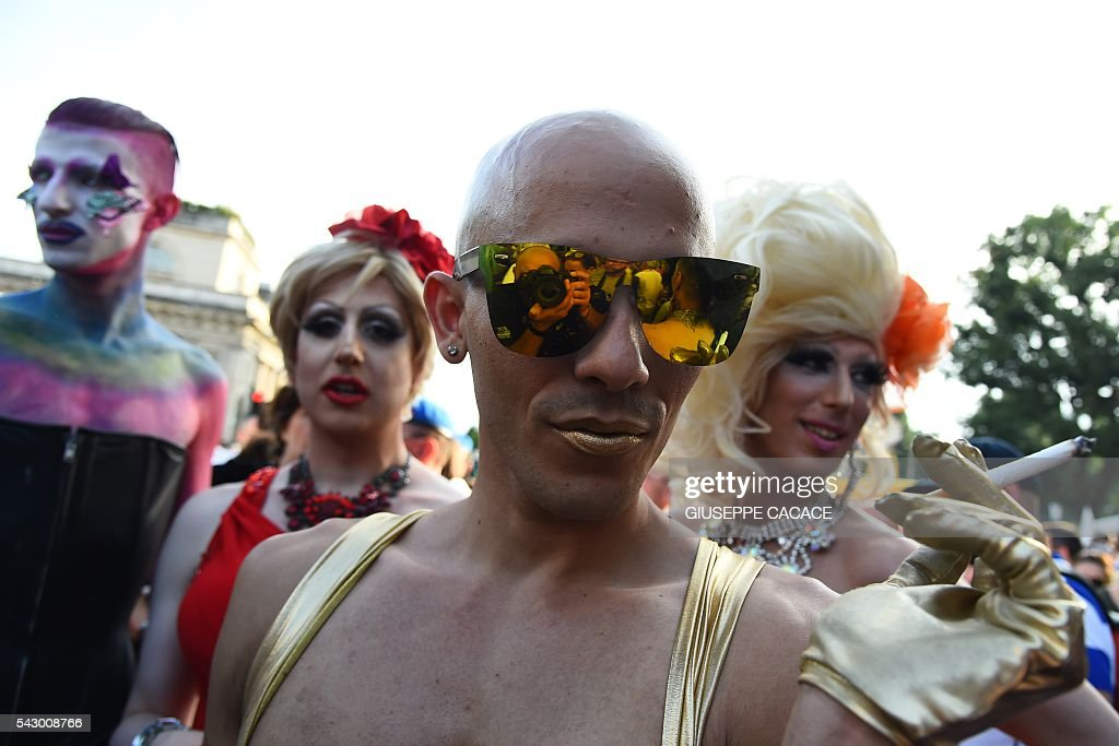 People take part in the annual Lesbian, Gay, Bisexual and Transgender (LGBT) Pride Parade in Milan, on June 25, 2016. / AFP / GIUSEPPE