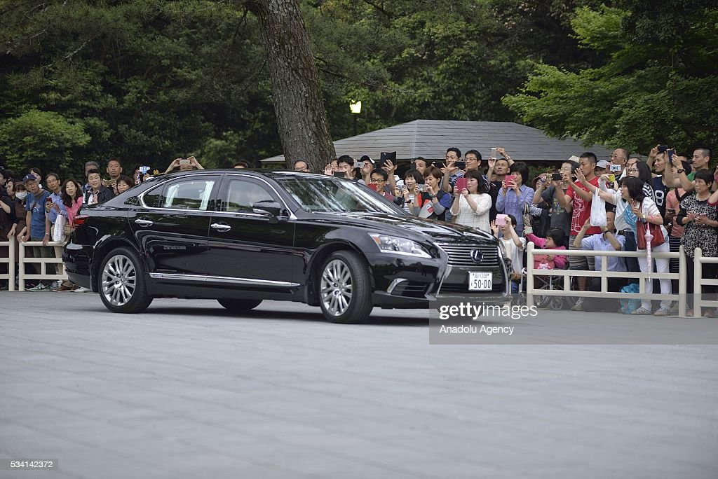 People take photos as Prime Minister Shinzo Abe arrives at the Ise Jingu (Shrine) on May 25, 2016.