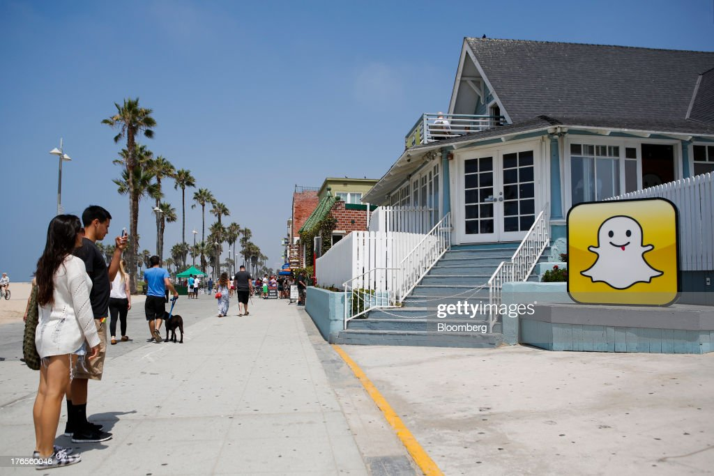 People take pictures in front of the Snapchat Inc. headquarters on the strand at Venice Beach in Los Angeles, California, U.S., on Wednesday, Aug. 14, 2013. Snapchat is a photo and video sharing application that allows the user to pre-set a period of time, no more than ten seconds, for the receiver to view the content before it disappears from the screen. Photographer: Patrick Fallon/Bloomberg via Getty Images
