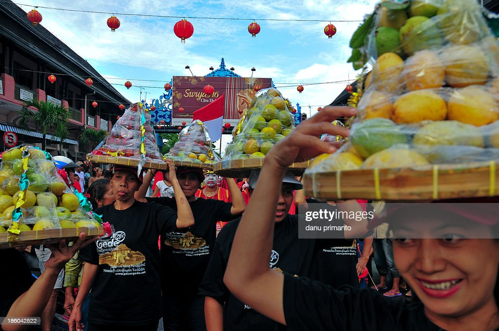 CONTENT] People taking ritual offerings called Gunungan during Lunar Chinese New Year Parade in Solo The ritual offerings will be given to all...