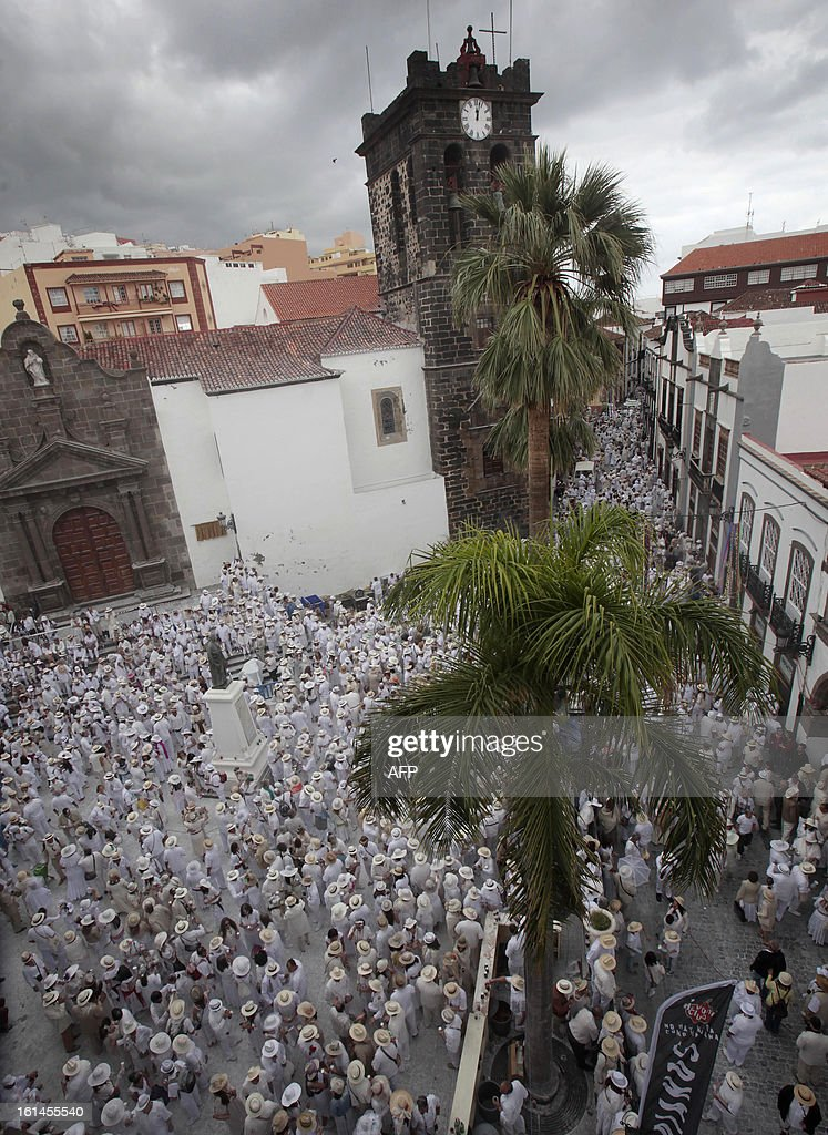 People throw talcum powder at one another as they take part in the carnival of 'Los Indianos' (the Indians) in Santa Cruz de la Palma, on the Spanish Canary island of Las Palma on February 11, 2013.