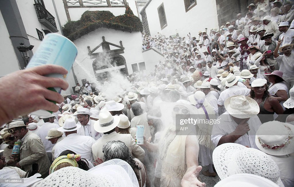 People throw talcum powder at one another as they take part in the carnival of 'Los Indianos' (the Indians) in Santa Cruz de la Palma, on the Spanish Canary island of Las Palma on February 11, 2013. AFP PHOTO/ DESIREE MARTIN
