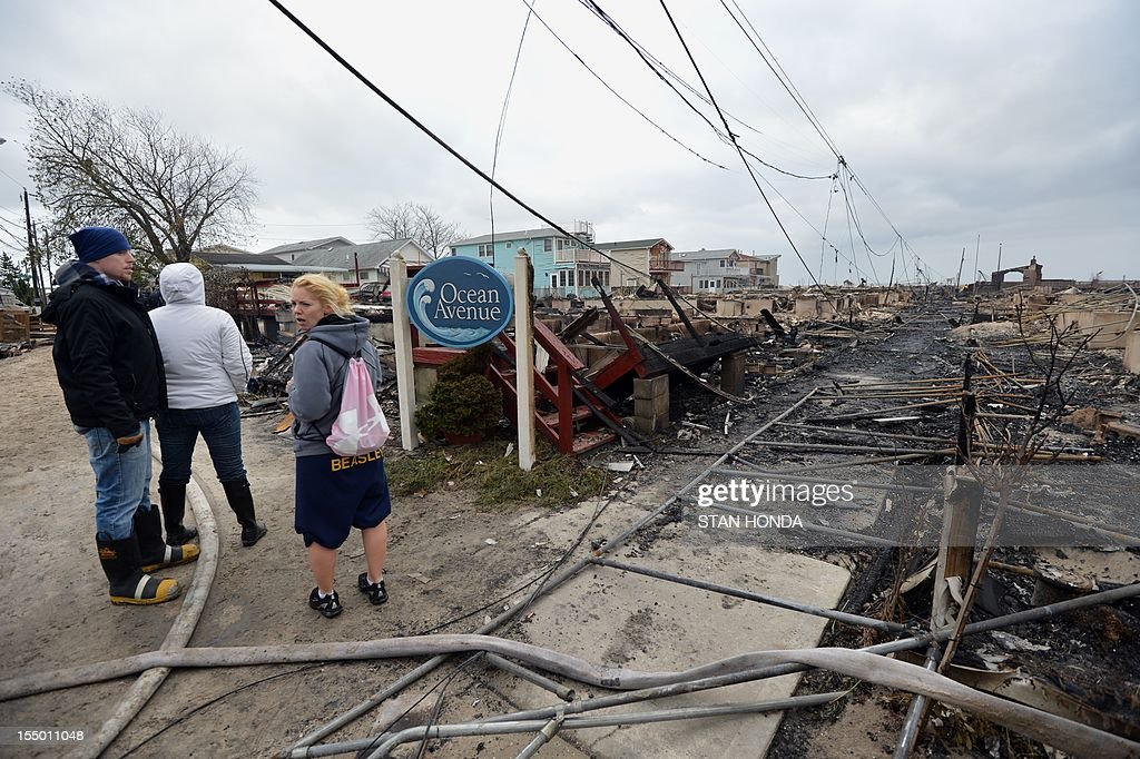 People view damage in the Breezy Point area of Queens in New York on October 30, 2012 after fire destroyed about 80 homes as a result of Hurricane Sandy which hit the area on October 29. The death toll from superstorm Sandy has risen to 35 in the United States and Canada, and was expected to climb further as several people remained missing, officials said. Officials in the states of Connecticut, Maryland, New York, New Jersey, North Carolina, Pennsylvania, Virginia and West Virginia all reported deaths from the massive storm system, while Toronto police said a Canadian woman was killed by flying debris. AFP PHOTO/Stan HONDA