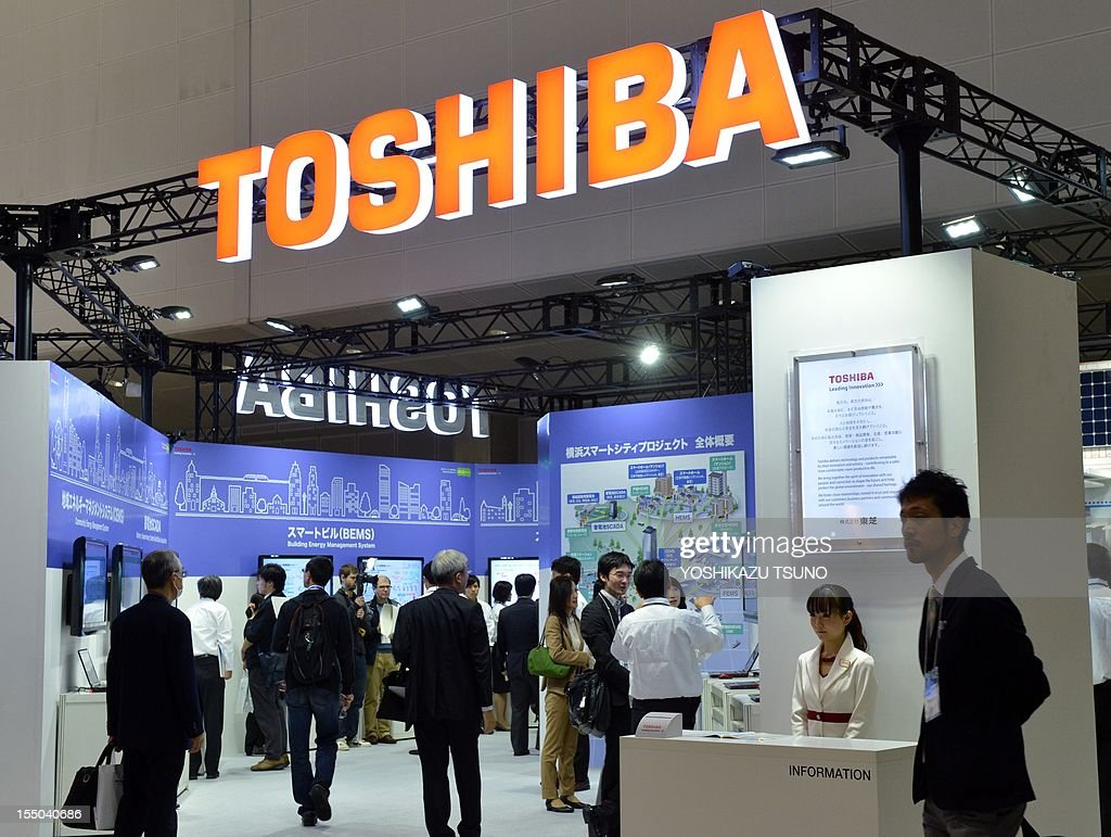 People visit a booth for a smart city project by Japan's electronics giant Toshiba at an exhibition in Yokohama, suburban Tokyo on October 31, 2012. The TV and laptop computer maker on October 31 cut its net profit outlook to 110 billion yen (1.38 billion USD) from 135 billion yen for the year to March. AFP PHOTO / Yoshikazu TSUNO
