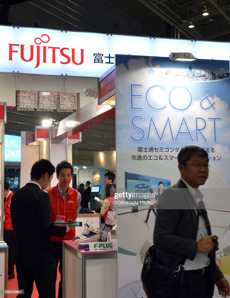 People visit a booth for a smart city project by Japan's electronics giant Fujitsu at an exhibition in Yokohama, suburban Tokyo on October 31, 2012. IT and electronics giant Fujitsu said it lost 11.0 billion yen (138 million USD) in the first half of the fiscal year and chopped its sales and profit outlook. AFP PHOTO / Yoshikazu TSUNO