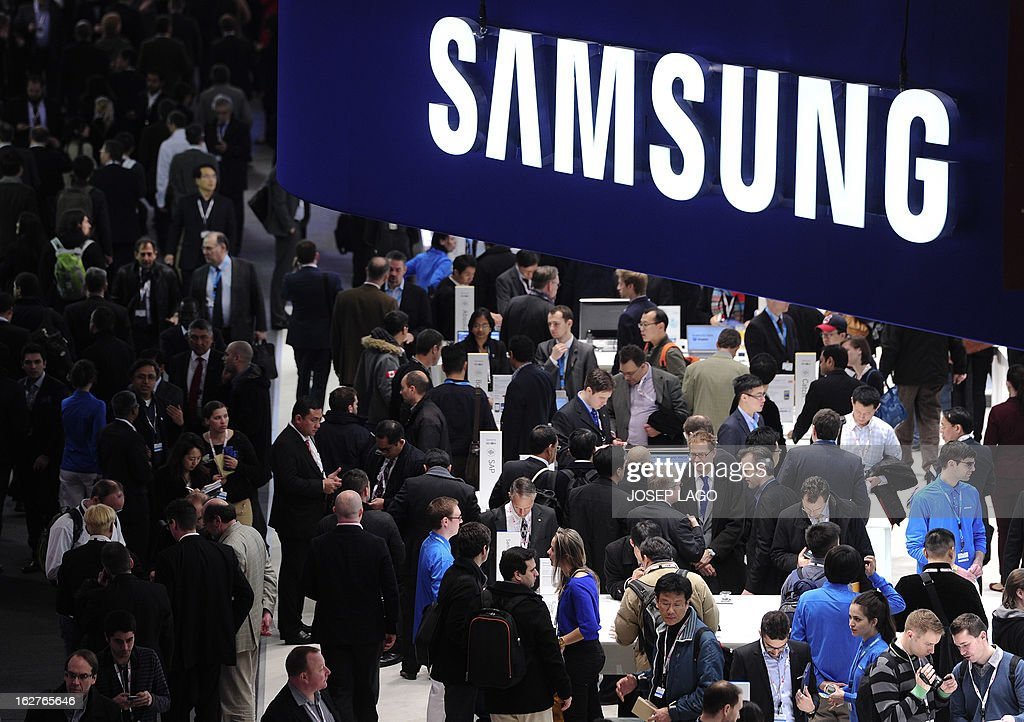 People visit a Samsung stand in Barcelona on February 26, 2013, on the second day of the 2013 Mobile World Congress. The 2013 Mobile World Congress, the world's biggest mobile fair, is held from February 25 to 28 in Barcelona. US credit card giant Visa announced on February 25 a global alliance with Samsung to let shoppers make payments by waving their smartphones near a special reader.