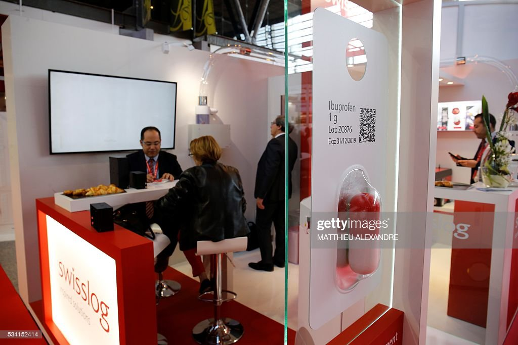 People visit a stand during Paris Healthcare week on May 25, 2016 in the French capital. / AFP / MATTHIEU