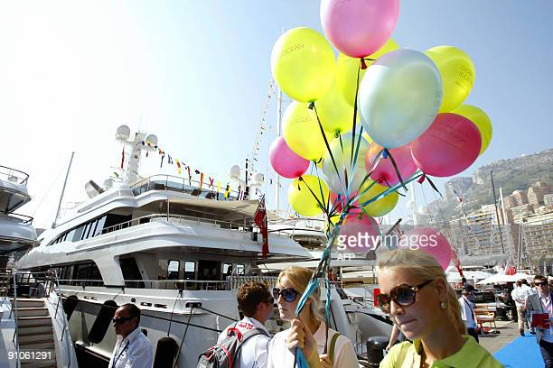 People visit on September 23 2009 in Monaco south of France the International Monaco Yacht Show exclusively devoted to Superyachts of at least 25...